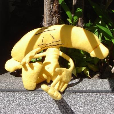 Homem nu amarelo com cabeça com formato de banana